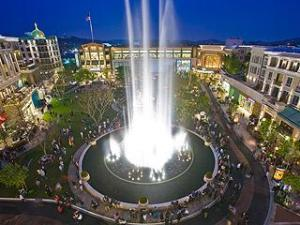 Americana at Brand: Luxurious Glendale Shopping